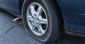 pneu de voiture crevé